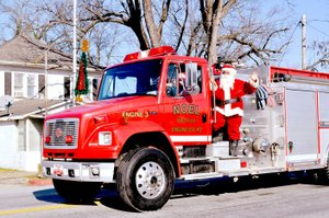 RACHEL DICKERSON/MCDONALD COUNTY PRESS Santa rode on a fire engine in the Noel Christmas parade on Saturday.