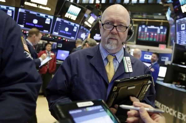 Slump for Tech Stocks Overshadows Gains by Telecoms, Banks