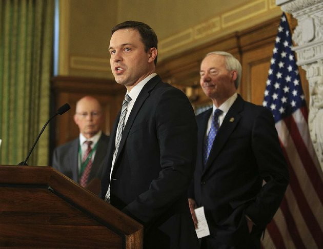 jared-henderson-executive-director-of-teach-for-america-in-arkansas-center-is-shown-with-gov-asa-hutchinson-right-and-little-rock-school-district-superintendent-baker-kurrus-in-this-file-photo