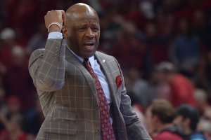 Arkansas coach Mike Anderson during the game against Minnesota Saturday, Dec. 9, 2017.