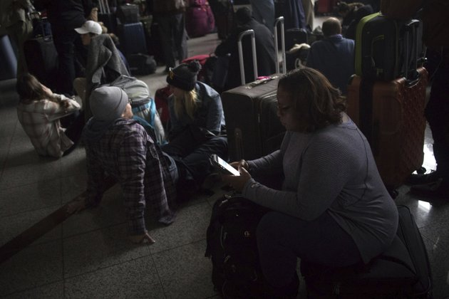 passengers-wait-for-the-lights-to-come-back-on-at-hartsfield-jackson-international-airport-sunday-dec-17-2017-authorities-say-a-power-outage-at-the-hartsfield-jackson-atlanta-international-airport-has-disrupted-ingoing-and-outgoing-flights-airport-spokesman-reese-mccraine-says-the-outage-occurred-early-sunday-afternoon-he-says-all-airport-operations-are-being-affected-and-that-outgoing-flights-were-halted-steve-schaeferatlanta-journal-constitution-via-ap