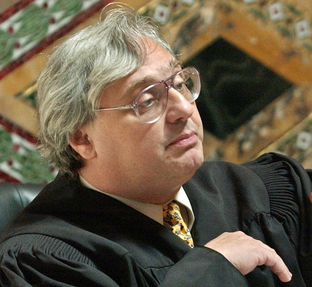 file-in-this-sept-22-2003-file-photo-judge-alex-kozinski-of-the-9th-us-circuit-court-of-appeals-gestures-in-san-francisco-krazinski-announced-his-immediate-retirement-monday-dec-18-2017-days-after-women-alleged-he-subjected-them-to-inappropriate-sexual-conduct-or-comments-kozinski-said-in-a-statement-monday-that-a-battle-over-the-accusations-would-not-be-good-for-the-judiciary-ap-photopaul-sakuma-pool-file