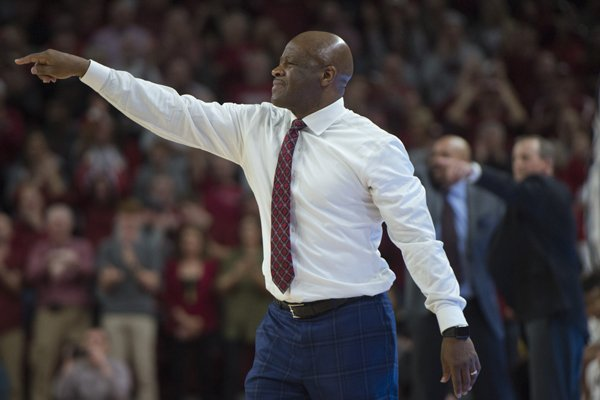 Arkansas coach Mike Anderson points to players during a game against Tennessee on Saturday, Dec. 30, 2017, in Fayetteville.