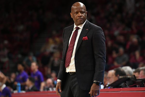 Arkansas coach Mike Anderson looks at his players during a game against LSU on Wednesday, Jan. 10, 2018, in Fayetteville.