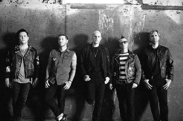 avenged-sevenfold-shown-with-breaking-benjamin-and-bullet-for-my-valentine-bring-heavy-metal-to-north-little-rocks-verizon-arena