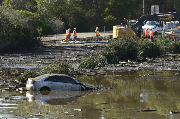California mudslides leave 13 dead, hundreds trapped in Montecito