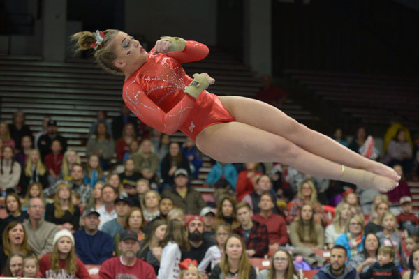 arkansas gymnasts aiming for 4th in row over alabama