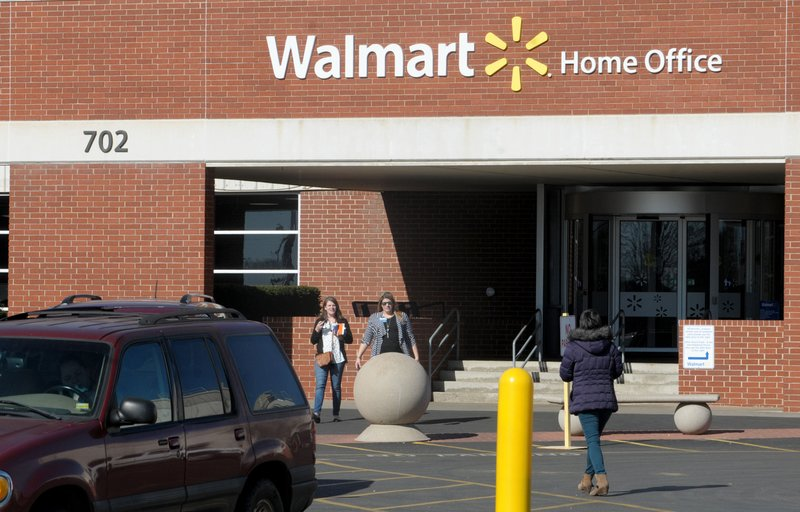 Wal-Mart sheds hundreds of jobs at its headquarters in Arkansas