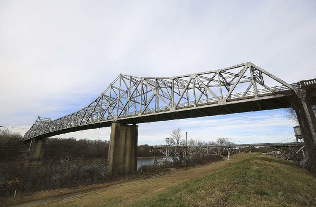 arkansas-democrat-gazettestaton-breidenthal-12717-a-group-in-clarendon-is-trying-to-convert-the-old-us-highway-79-bridge-into-a-bicycling-and-walking-trail