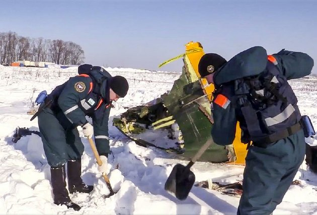 an-emergency-team-searches-for-wreckage-tuesday-at-the-scene-of-a-plane-crash-in-stepanovskoye-russia-in-this-photo-provided-by-the-russian-emergency-situations-ministry