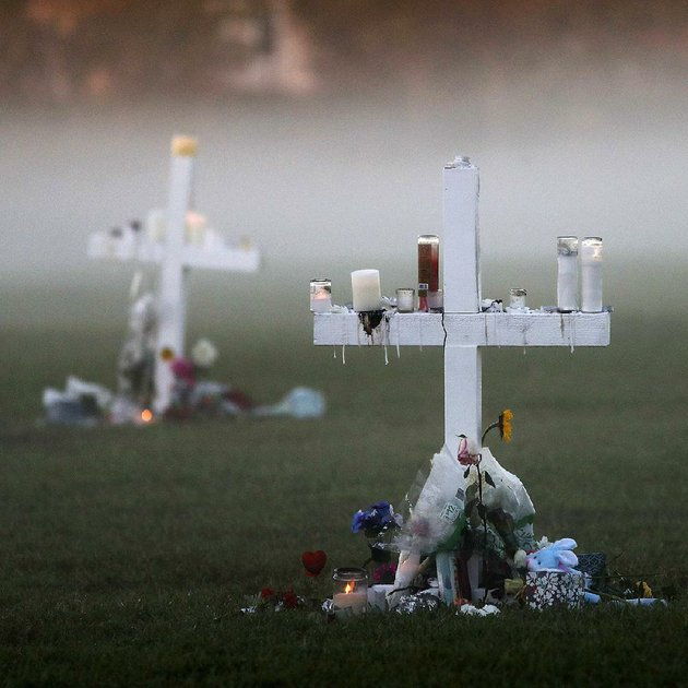 morning-fog-on-saturday-enshrouds-17-memorial-crosses-for-the-victims-of-the-shooting-wednesday-at-marjory-stoneman-douglas-high-school-in-parkland-fla