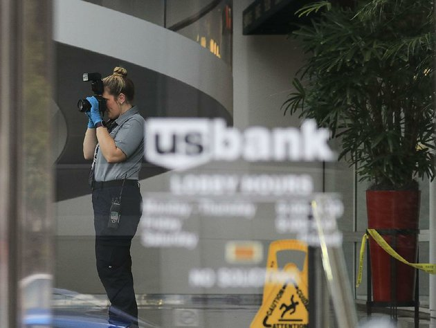 a-little-rock-police-department-crime-scene-investigator-takes-photos-tuesday-inside-the-us-bank-branch-at-401-w-capitol-ave-after-it-was-robbed