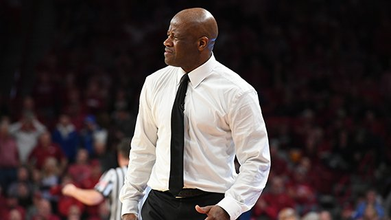 Mike Anderson looks on as the Hogs fall to Kentucky in Fayetteville, February 20, 2018