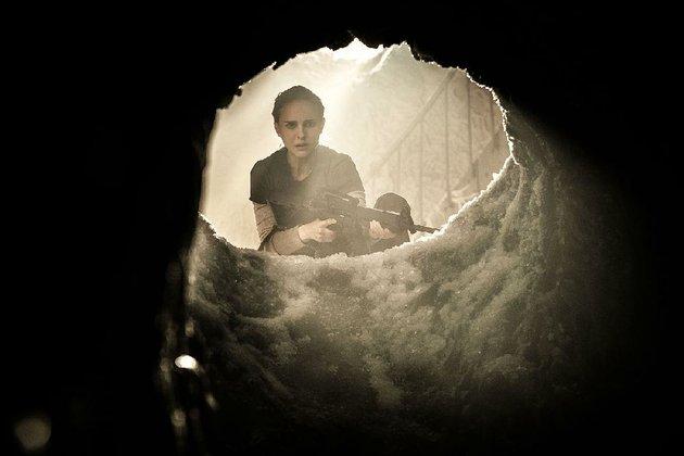 lena-natalie-portman-seeks-to-keep-the-devil-down-in-the-hole-in-alex-garlands-annihilation
