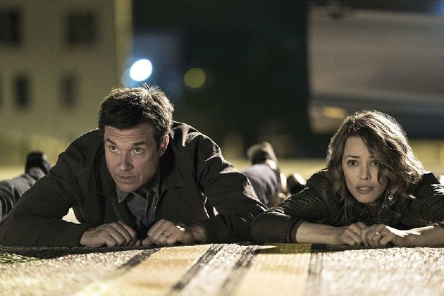max-jason-bateman-and-annie-rachel-mcadams-are-avid-board-game-and-trivia-enthusiasts-whose-night-of-planned-activity-goes-horribly-wrong-in-game-night