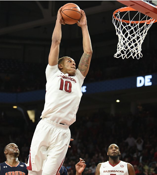 Gafford scores 21 to lead Arkansas past No. 14 Auburn