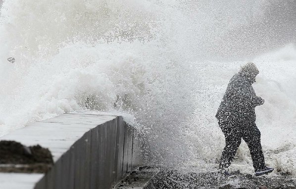 Deadly 'bomb cyclone' out to sea after pounding East Coast