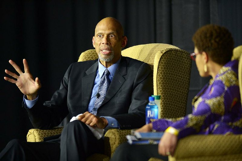 12e6251a428 In talk at UA, Kareem Abdul-Jabbar says he favors athletes speaking up