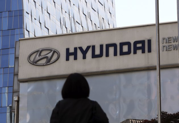 in-this-april-26-2017-file-photo-the-logo-of-the-hyundai-motor-co-is-displayed-at-the-automakers-showroom-in-seoul-south-korea-air-bags-in-some-hyundai-and-kia-cars-failed-to-inflate-in-crashes-and-four-people-are-dead-now-the-us-governments-road-safety-agency-wants-to-know-why-the-national-highway-traffic-safety-administration-says-its-investigating-problems-that-affect-an-estimated-425000-cars-made-by-the-korean-automakers-the-agency-also-is-looking-into-whether-the-same-problem-could-happen-in-vehicles-made-by-other-companies-ap-photolee-jin-man-file