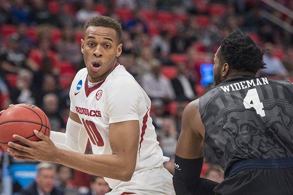 Arkansas forward Daniel Gafford looks to go around Butler forward Tyler Wideman during a NCAA Tournament game Friday, March 16, 2018, in Detroit.