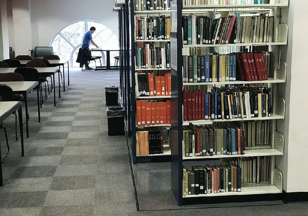 books-fill-the-shelves-saturday-in-the-mullins-library-on-the-university-of-arkansas-fayetteville-campus