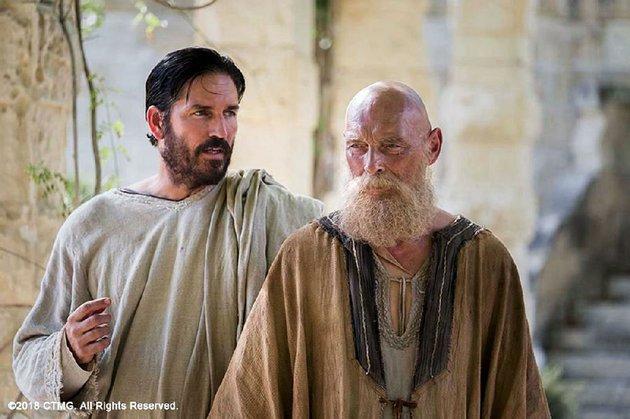 luke-jim-caviezel-records-the-wisdom-of-the-imprisoned-paul-james-faulkner-in-andrew-wyatts-paul-apostle-of-christ