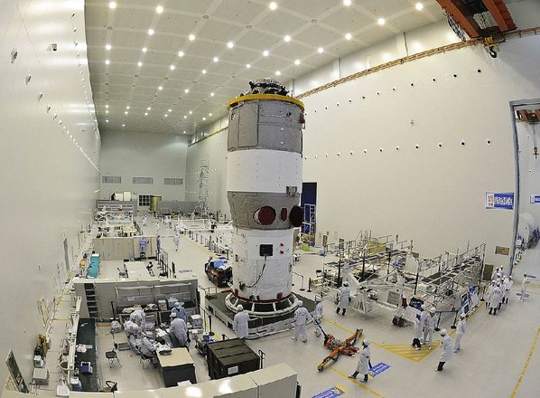 China's space lab to fall back to Earth by weekend
