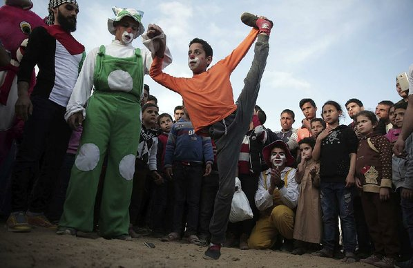 Gaza ministry says gunfire at protest wounds 122