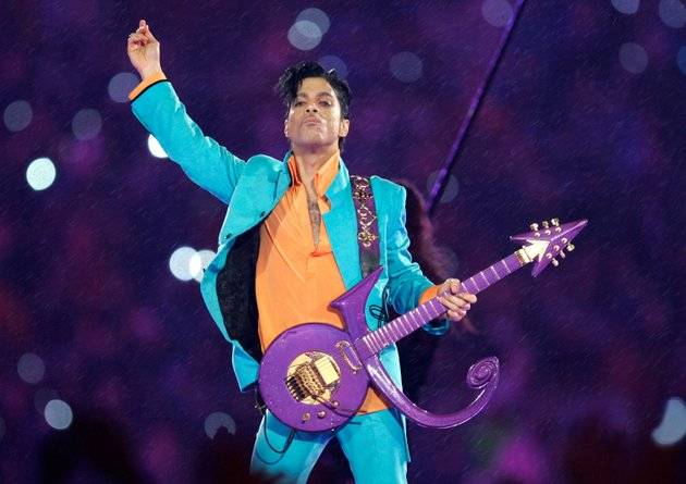 in-this-feb-4-2007-file-photo-prince-performs-during-the-halftime-show-at-the-super-bowl-xli-football-game-in-miami-the-saga-to-settle-princes-estate-provides-a-cautionary-tale-about-what-can-happen-when-someone-dies-without-leaving-a-will-as-he-did-when-he-died-of-an-accidental-opioid-overdose-at-his-paisley-park-studio-april-21-2016