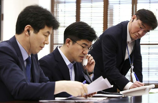 a-south-korean-presidential-official-on-friday-tests-a-new-hotline-installed-between-seouls-presidential-blue-house-and-north-koreas-state-affairs-commission-in-pyongyang-the-hotline-will-help-ease-dialogue-and-reduce-misunderstandings-during-times-of-tensions-officials-said