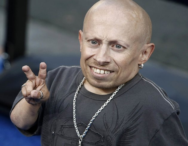 in-this-june-11-2008-file-photo-actor-verne-troyer-poses-on-the-press-line-at-the-premiere-of-the-feature-film-the-love-guru-in-los-angeles-troyer-from-the-austin-powers-movie-franchise-has-died-a-statement-provided-by-troyers-representatives-that-was-also-posted-to-his-instagram-and-facebook-accounts-says-the-49-year-old-actor-died-saturday-april-21-2018-no-cause-or-place-of-death-was-given-but-the-statement-discusses-depression-and-suicide-and-troyer-had-publicly-discussed-struggling-with-alcohol-addiction-he-lived-in-los-angeles-ap-photodan-steinberg-file