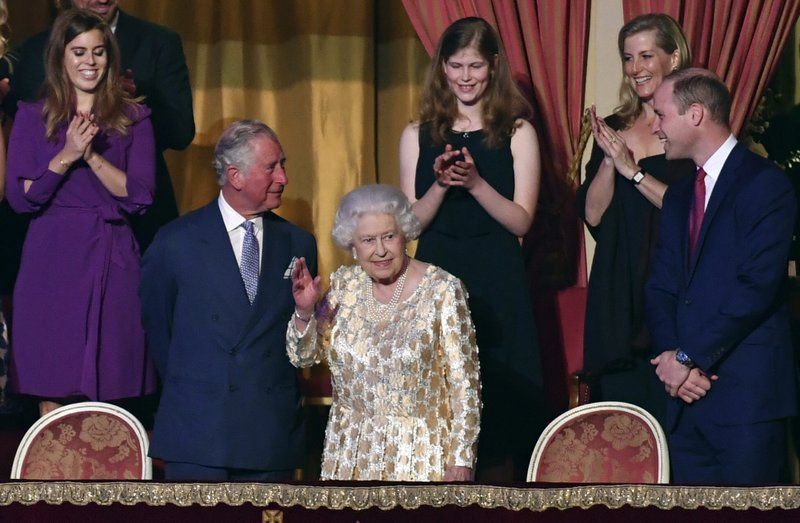 28142fab084 Thousands sing  Happy Birthday  to Queen Elizabeth II