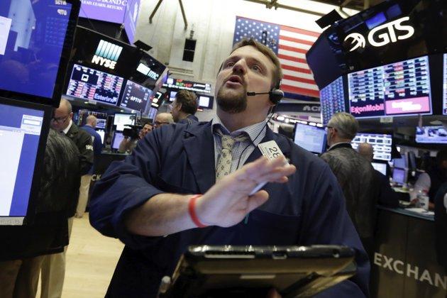 Buffett's big buy propels Apple