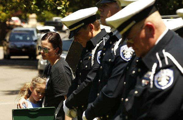 Fallen officers remembered at national candlelight vigil