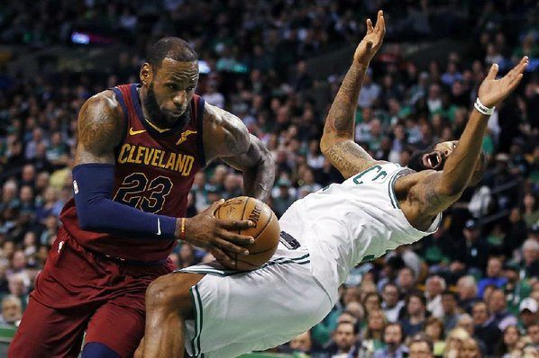 JR Smith Shoves Al Horford in Celtics-Cavaliers Game 2