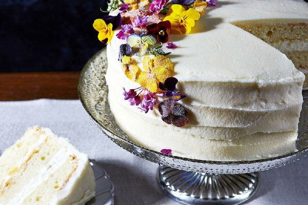 royal-wedding-cake-inspired-by-the-royal-wedding-of-prince-harry-and-mehgan-markle-is-flavored-with-lemon-and-elderflower