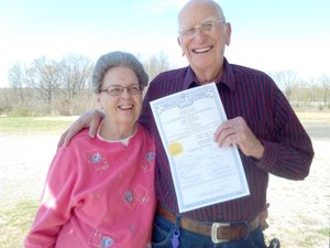 COURTESY PHOTO Bonita Hill Curtsinger and Robert Curtsinger met at Lincoln Senior Center and recently married at a church in Stilwell, Okla.