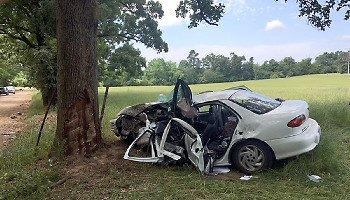 Authorities: Arkansas teen killed, 2 hurt in crash on way to
