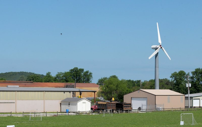 Lone turbine in Prairie Grove a remnant of Arkansas wind power