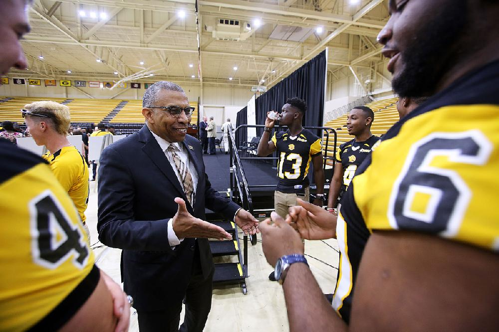 Simmons Bank S 2 5m Donation Is Biggest Ever For Uapb