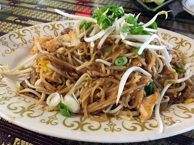 thai-tastes-phat-thai-combo-comes-with-pork-chicken-beef-and-shrimp-tossed-with-thin-rice-noodles-and-bean-sprouts