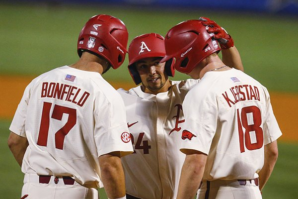 Arkansas vs. Florida: How to watch and listen, forecast, pitching matchups,  team comparisons