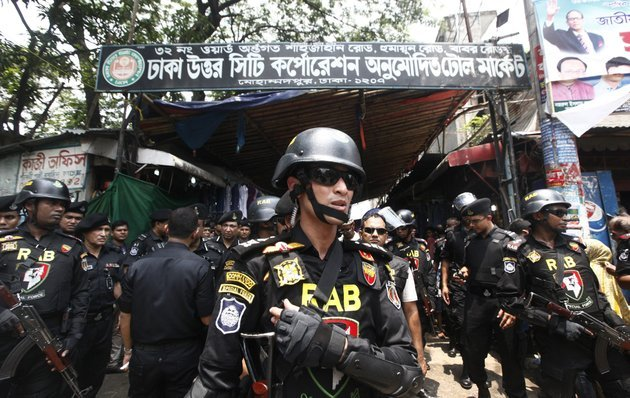 bangladeshs-rapid-action-battalion-rab-soldiers-stand-guard-during-a-raid-on-suspected-drug-dealers-at-mohammadpur-geneva-camp-in-dhaka-bangladesh-saturday-may-26-2018-more-than-60-suspected-drug-peddlers-have-been-killed-and-over-3000-suspects-detained-across-bangladesh-as-security-agencies-have-launched-a-nationwide-anti-drugs-crackdown-since-early-may-ap-photo-mehedi-hasan
