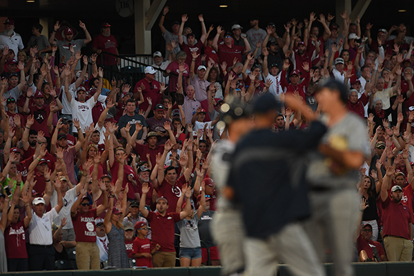 WholeHogSports - Baum setting sets up nicely for Omahogs