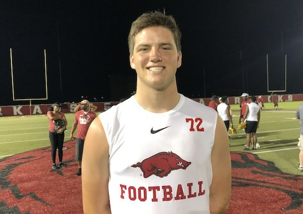 Thursday recruiting tidbits: Commits, top targets to visit Hogs