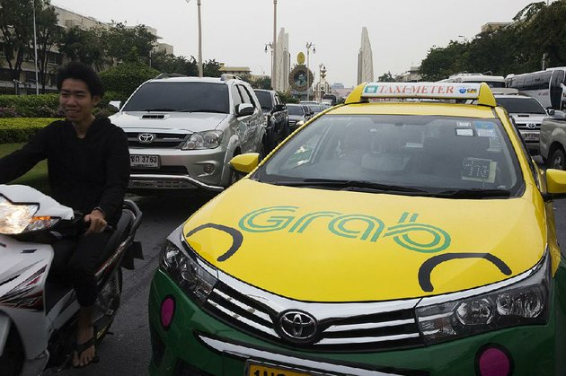the-grab-logo-is-displayed-on-a-taxi-in-bangkok-in-march-toyota-motor-corp-is-investing-1-billion-in-grab-the-leading-ride-hailing-company-in-southeast-asia