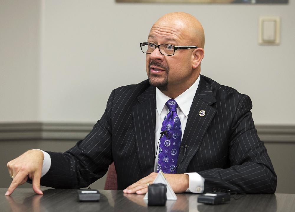 Pay halts for fired school chief; district squares up his accounts | Arkansas Democrat-Gazette