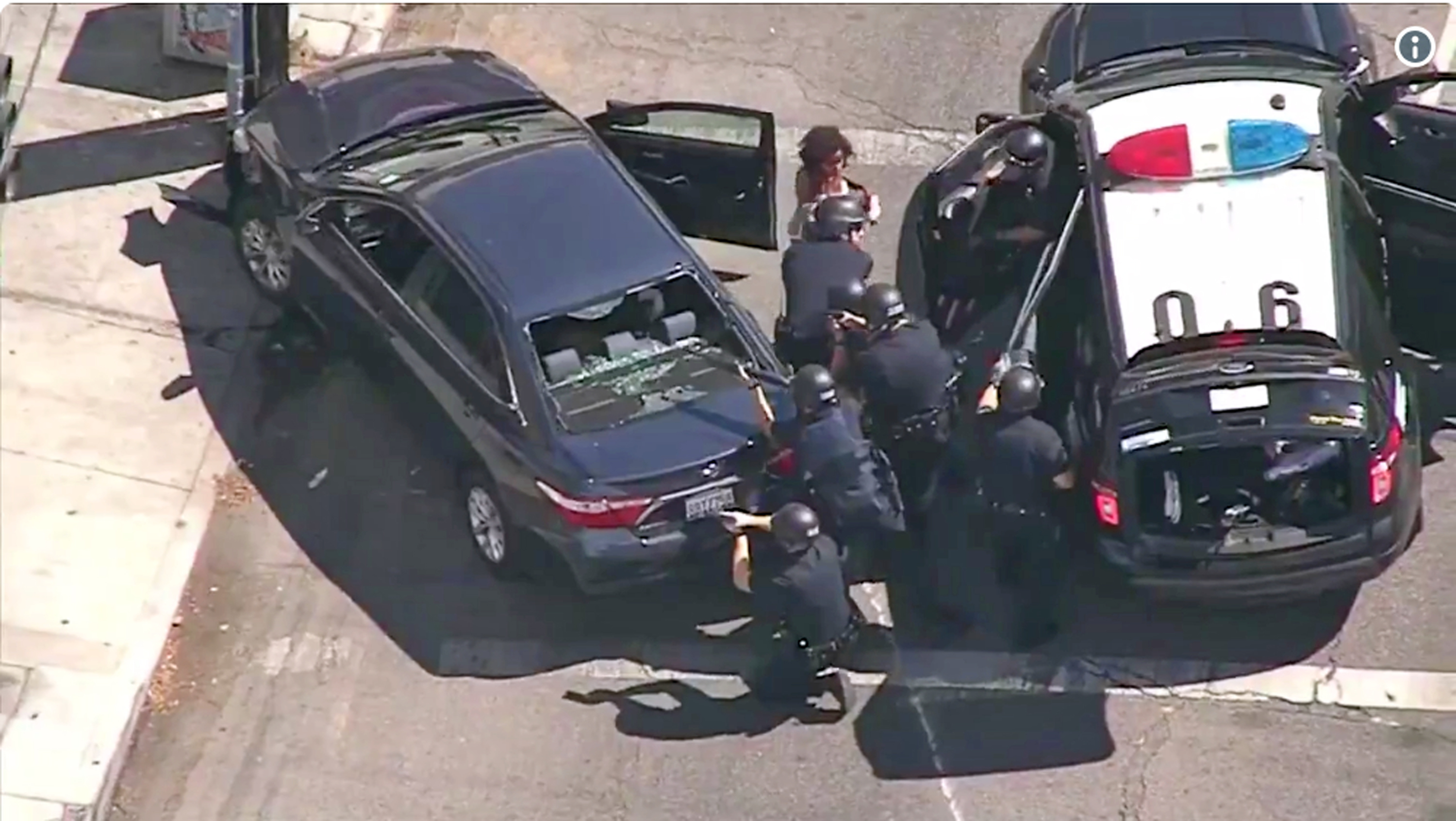 Shooting Suspect In Standoff At Los Angeles Trader Joe S 1 Woman Killed