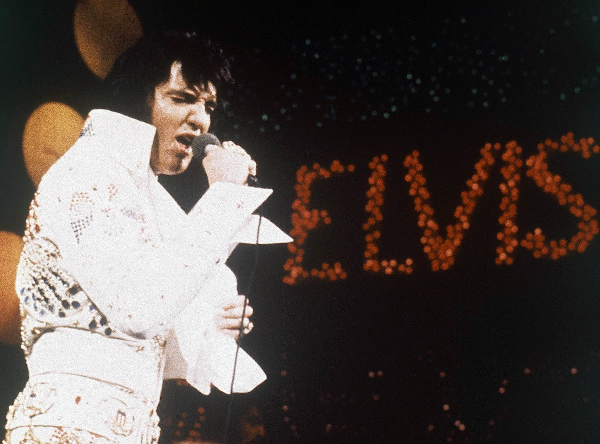 """elvis a cultural obsession essay Essay on elvis : a cultural obsession - """"some people tap their feet, some people  snap their fingers, and some people sway back and forth i just sorta do 'em all."""