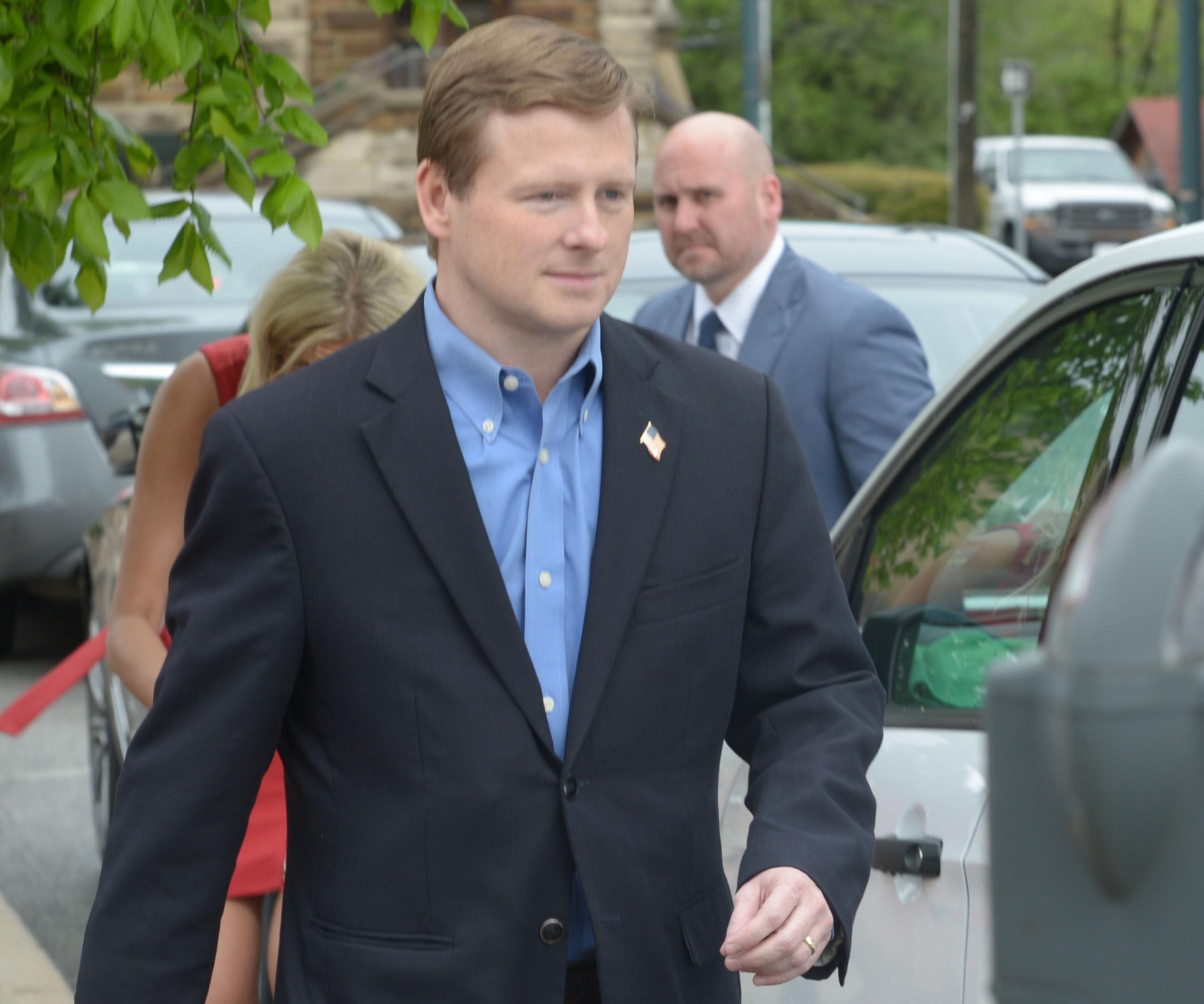 Shelton reports to prison to serve corruption sentence